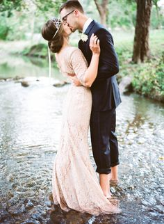 river wedding portrait, photo by Marcie Meredith Photography http://ruffledblog.com/south-african-inspired-photography-workshop #weddingportrait #weddingideas