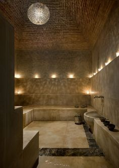 The hammam from the Palais Namaskar sauna idea Home Spa Room, Spa Rooms, Sauna Steam Room, Sauna Room, Spa Luxe, Luxury Spa, Moroccan Bathroom, Bathroom Spa, Bathroom Ideas