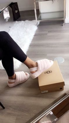 UGGS: Everything you need to know about them! UGGS: Everything you need to know about them! Ugg Boots, Shoe Boots, Shoes Sandals, Flat Shoes, Shoes Sneakers, Flats, Sock Shoes, Sac Moschino, Cute Shoes