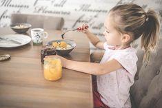 Śniadanie dla dzieci - 10 propozycji przygotowanych przez dietetyka Girls Dresses, Flower Girl Dresses, Food And Drink, Savory Muffins, Essen, Dresses Of Girls, Bridesmaid Gowns, Bridesmaid Dresses, Floral Dresses