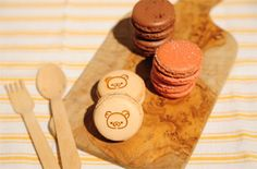 Rilakkuma macaroons!!! <3 Pretty Pictures, Pretty Pics, Rilakkuma, Kawaii Cute, Bento Box, Cute Food, Macaroons, Nom Nom, Sweets