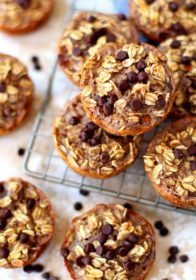 These soft, chewy, texture-filled baked banana oatmeal cups are naturally gluten-free (make sure your oats are certified GF), kid-friendly and totally customizable. Paleo Lemon Blueberry Muffins, Banana Oatmeal Muffins, Oatmeal Cream Pies, Oatmeal Cups, Baked Banana, Breakfast Smoothies, Breakfast Recipes, Dessert Recipes, Desserts
