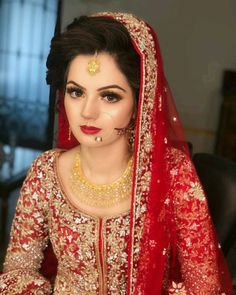 Image may contain: 1 person, closeup Desi Wedding Dresses, Pakistani Wedding Outfits, Bridal Outfits, Wedding Sarees, Bridesmaid Dresses, Pakistani Bridal Makeup, Bridal Lehenga, Bridal Jewellery Inspiration, Perfect Bride