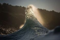 Breathtaking Wave Photos By Lloyd Meudell Look Like Mountains - https://twitter.com/MustSeeMedia/status/823323939883646976