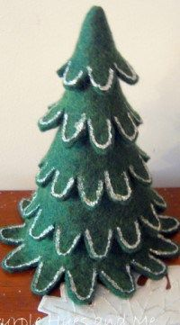 Felt Christmas Stacking Tree...free pattern and tutorial!