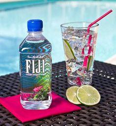 Fiji water uploaded by Sally on We Heart It Water Aesthetic, Summer Aesthetic, Aesthetic Food, Grands Restaurants, Photos Des Stars, Ocean Video, Agua Mineral, Ads Creative, Fiji Water Bottle