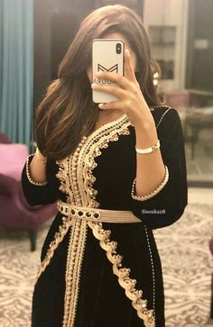 Morrocan Fashion, Morrocan Dress, Moroccan Caftan, Arab Fashion, African Fashion, Fashion Models, Traditional Fashion, Traditional Outfits, Indian Party Wear