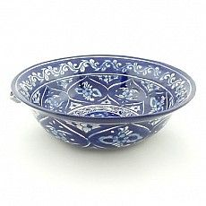 This blue and white salad bowl by Talavera Vazquez looks great filled with tasty greens, avocado, and fresh tomatoes. #blueandwhite #saladbowl $96