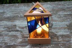 Купить или заказать Витражный светильник настольный в интернет-магазине на Ярмарке Мастеров. Настольный витражный светильник - достойный подарок себе и близким. Светильник сделан на совесть из хороших и качественных материалов. У светильника необычная треугольная форма, которая расширяет его возможности в интерьере. Светильник будет одинаково красиво смотреться и в гостиной, и в спальне, и на кухне.