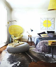 Get the look : Peacock Chair in yellow for a pop of color + hide rug for a modern boho chic bedroom design Home Bedroom, Bedroom Decor, Modern Bedroom, Bedroom Ideas, Deco Boheme Chic, Estilo Boho Chic, Magazine Deco, Peacock Chair, My New Room