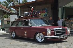 Mercedes W114, Mercedes Benz 200, Old Mercedes, Mercedes S Class, Classic Mercedes, Daimler Benz, Shooting Brake, Old School Cars, Vintage Vans