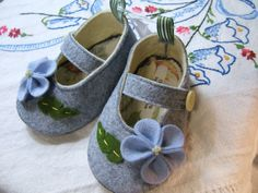 Blue Flowers Wool Felt Baby Shoes Sizes 1-6 by PracticalCharm ♡