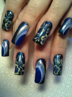 Dark blue flowers almost asian