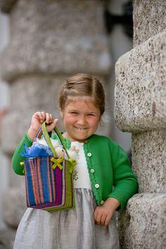 Salzburger Heimatwerk -  Tracht für Kinder Straw Bag, Bags, Fashion, Handbags, Moda, La Mode, Fasion, Totes, Hand Bags