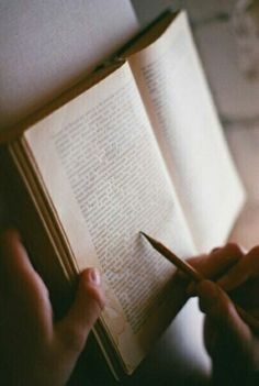 Image discovered by 𝑀𝒶𝓎𝒶. Find images and videos about vintage, indie and hipster on We Heart It - the app to get lost in what you love. I Love Books, Good Books, Books To Read, Reading Books, Lexa Y Clarke, Bon Film, The Secret History, Best Love Quotes, Bibliophile