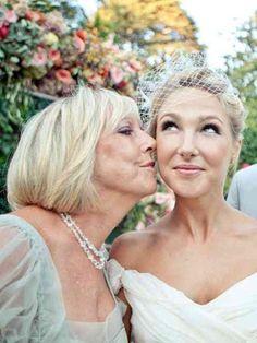 """חתונה היא לא רק עניין של כלה, גם האמא והסבתא רוצות להיראות טוב באירוע הגדול, ד""""ר ליאורה הולנדר מסבירה על טכניקת """"פיסול הפנים"""" אשר משמש כפתרון נפלא למקרים אלו ממש."""