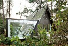 modern glass house addition by dmva architecten 2 thumb 17042 A Frame Summer Cabin Gets Glass Addition Exterior Design, Interior And Exterior, Modern Exterior, Modern Glass House, Casas Containers, A Frame House, Home Additions, Cabins In The Woods, Traditional House