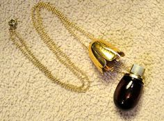 Avon Tulip Perfume Pendant Necklace  1970