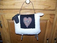 Free Primitive Sheep Pattern | Primitive Stuffed Sheep Hanger by MondaysChildPrims on Etsy