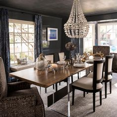 Deep+charcoal+gray+walls+set+a+dramatic+tone+in+this+striking+dining+room.+Sleek,+contemporary+lines+pair+with+traditional+touches+for+a+transitional+design+that's+elegant+and+stylish.