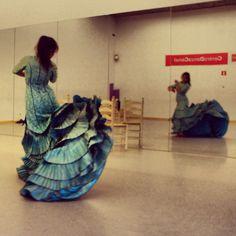 Bata de cola. Cía de Danza Manuel Liñán.  Diseño Yaiza Pinillos