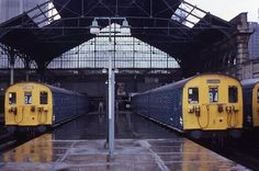 Broad Street railway station, London before it closed, 1986 Locomotive Engine, Electric Locomotive, Diesel Locomotive, Old Train Station, Train Stations, North London, London City, Disused Stations, Buses And Trains