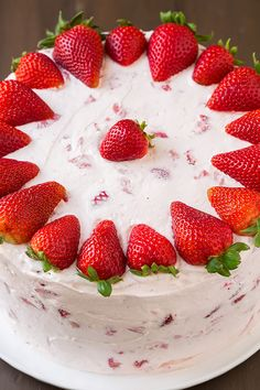 Savory magic cake with roasted peppers and tandoori - Clean Eating Snacks Fresh Strawberry Cake, Strawberry Cake Recipes, Strawberry Cake Decorations, Strawberry Birthday Cake, Food Cakes, Cupcake Cakes, Cupcakes, Best Cake Recipes, Dessert Recipes