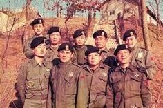 """""""문재인이 빨갱이? 우리가 직접 증언하겠다"""" 문재인 軍동기들 총집결 화제 President Of South Korea, Korean President, Head Of Government, Korean People, One Republic, Head Of State, 40 Years Old, Armed Forces, Presidents"""