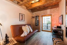 Loft in Munich, Germany. Cozy Private Room in a 19th-century Industrial Loft at the heart of Munich. 2 superb balconies, BBQ facilities. All major sights, the River Isar, the Shopping District and the English Gardens at your doorstep. The room has it's own private balcony...