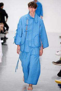 mens fashion trends which is hot. 233103 #mensfashiontrends Sculptural Fashion, Contemporary Fashion, High Fashion, Mens Fashion, Fashion Menswear, Blue Fashion, Trendy Outfits, Fashion Outfits, Men's Outfits