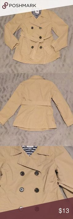 Old Navy M (8) Girls khaki lightweight jacket Great condition Old Navy girls size M (8) khaki lightweight trench style jacket. Jacket has side pockets, buttons up front, and ties at waist. Worn a handful of times and washed once in COLD and hang dry. No holes/stains. Comes from smoke/pet free home. Old Navy Jackets & Coats