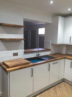 Kitchen Wood Worktop Style 43 Ideas For 2019 Wooden Worktop Kitchen, Kitchen Wall Units, Walnut Kitchen, Wood Effect Kitchen Worktops, Kitchen Cabinets, White Glossy Kitchen, Grey Shaker Kitchen, Small White Kitchens, Gloss Kitchen