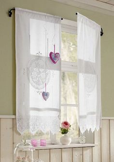 stijlvolle raamdecoratie Sheer Blinds, Curtains With Blinds, Valance Curtains, Curtains 2018, Drapery, Cottage Shabby Chic, Cape Cod Style House, Window Sill, Window Art