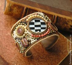 браслет `Sweet vintage`. Яркий разноцветный браслет, выполненный в приятной 'винтажной' цветовой гамме, скрасит суровую осеннюю серость.