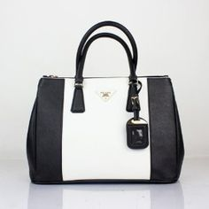 OMG I NEED DIS!!! Prada Handbag Saffiano Lux Leather