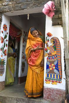 madhubani art on walls Madhubani Art, Madhubani Painting, Indian People, Indian Folk Art, Indian Paintings, People Of The World, Tribal Art, Incredible India, Belle Photo