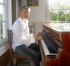 Pierce at the piano. Sexy Men, Sexy Guys, Hot Guys, James Bond Movies, Pierce Brosnan, Beautiful Friend, Film Music Books, Great Movies, Celebrity Pictures