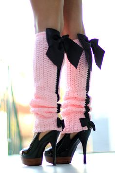 Mademoiselle Mermaids handmade leg warmers have gone French chic!and even if you dont parlez-vous français, you can still look the part! Paris Afternoon Leg Warmers feature a pink yarn so soft and sweet it will melt your heart.while luxurious black Guêtres Au Crochet, Crochet Boots, Pink Fashion, French Fashion, Ladies Fashion, Fashion Fashion, Boots With Leg Warmers, Rosa Style, Mode Turban