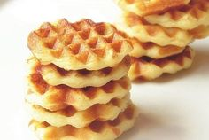 Vafe de cartofi cu cascaval Waffles, Pancakes, Sweet Tarts, Food And Drink, Appetizers, Vegan, Drinks, Cooking, Breakfast