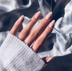 76 perfect almond nail art designs for this winter 13 - hairdresserhairstyles.club - 76 perfect almond nail art designs for this winter 13 - Classy Nails, Simple Nails, Cute Nails, Classy Almond Nails, Almond Nail Art, Almond Acrylic Nails, Almond Shape Nails, Nails Shape, Minimalist Nails