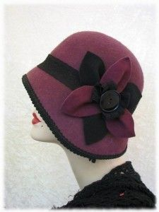 "I love vintage (or vintage style) hats. This cloche is very roaring ""Gatsby"" & ""Tales of the Jazz Age."" So lovely, classy, and timeless. Flapper Hat, Flapper Style, 1920s Flapper, 1920s Style, Retro Style, 20s Fashion, Retro Fashion, Vintage Fashion, Victorian Fashion"
