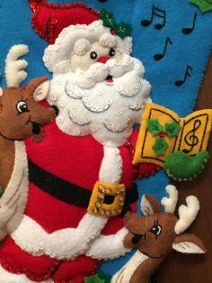 Elf Christmas Decorations, Christmas Centerpieces, Christmas Projects, Christmas Is Coming, Christmas Holidays, Christmas Wreaths, Christmas Ornaments, Felt Christmas Stockings, Felt Stocking