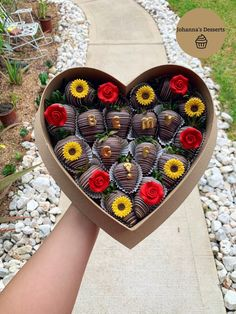 Cute couples idea // be my girlfriend proposal 💕 chocolate covered strawberries in heart shaped box🌹🌻<br> Valentine Chocolate, Chocolate Gifts, Chocolate Box, Homemade Chocolate, Chocolate Bouquet, Girlfriend Proposal, Me As A Girlfriend, Chocolate Covered Treats, Chocolate Dipped Strawberries