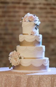 Wedding cake idea; Featured Photographer: Chantel for Allyson Wiley Photography, Featured Planner: A Savvy Event