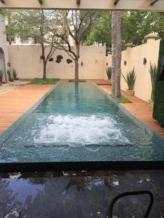 351 Arquitectos. piscina, canal de natacion, spa, asoleadero, borde positivo, fuentes laminares, automatización, Pentair easy touch.