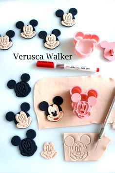Mickey Mouse Cookies by Verusca Walker.use the cutter to cut the fondant. Mickey And Minnie Cake, Bolo Mickey, Mickey Mouse Cupcakes, Mickey Cakes, Fondant Cookies, Fondant Icing, Fondant Toppers, Cupcake Cookies, Cake Decorating Tutorials