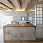 184 Flat for a Photographer Beautiful Kitchens, Cool Kitchens, Location, Flat, Corner Desk, Photos, Interior Design, Goula, Table
