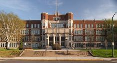 The Most Beautiful Public High School in Every State in America Photos High School In America, Schools In America, States In America, School Building Design, School Design, Sopa School, Building Aesthetic, American High School, Building Exterior