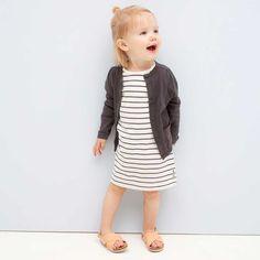 Prachtig gebreid baby vestje met een kleine sparkle op het zakje. Tumble N Dry, Shirt Dress, T Shirt, Dresses, Fashion, Gowns, Moda, Shirtdress, Tee Shirt