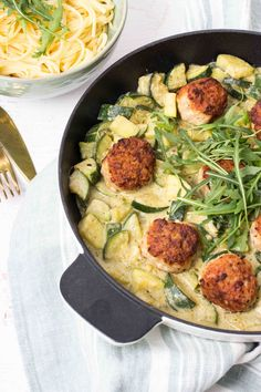 Pasta with giant meatballs & pesto cream sauce Seafood Recipes, Pasta Recipes, Top Recipes, Chicken Recipes, Dinner Recipes, Cooking Recipes, Healthy Recipes, Italian Recipes, Mexican Food Recipes